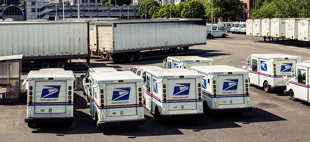 Portland_Main_Post_Office_-_USPS_Trucks_